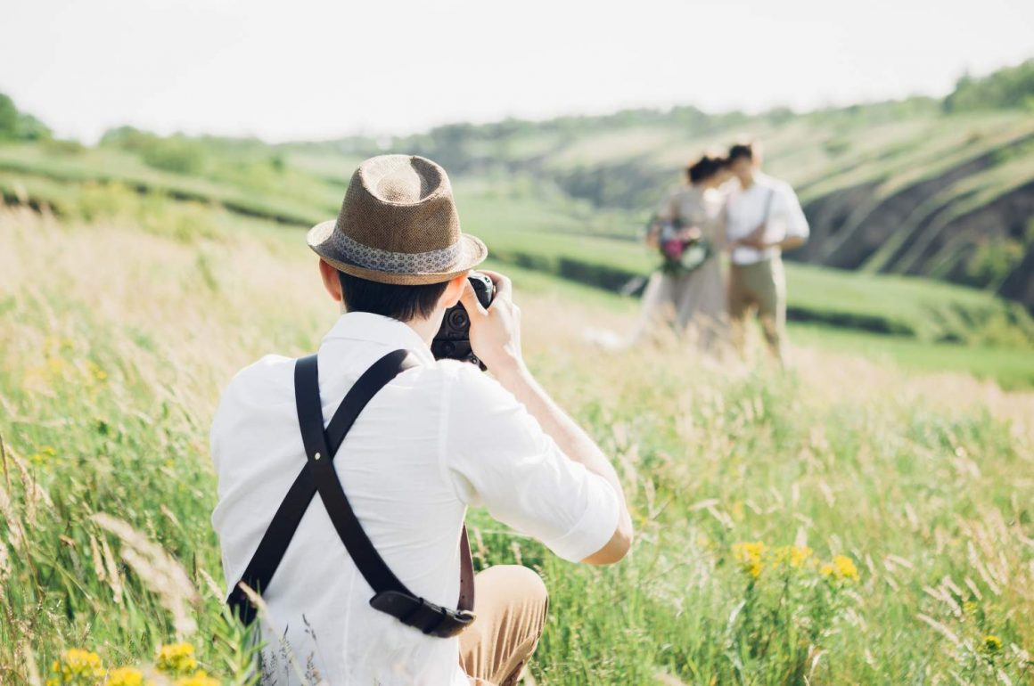 Canvera Wedding Photography: What Kind Of Cameras Are Used By Wedding Photographers